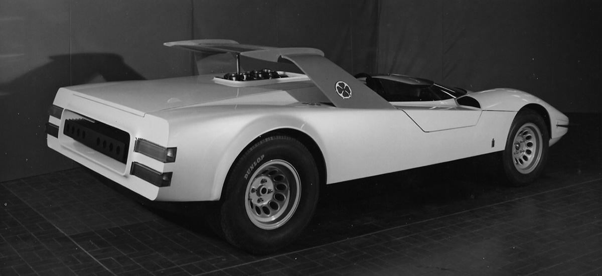 Alfa-Romeo-P33-Roadster