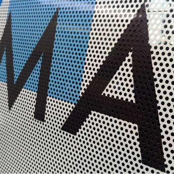 Stampa su adesivi oneway per vetri microforati 100x100